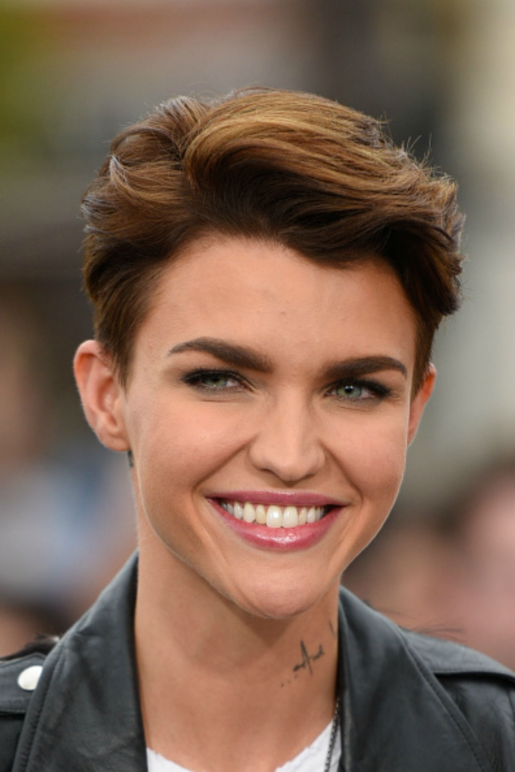 30 Short Hairstyles For Thick Hair 2017 - Women's Haircuts For Short regarding Hairstyle For Thick Poofy Hair