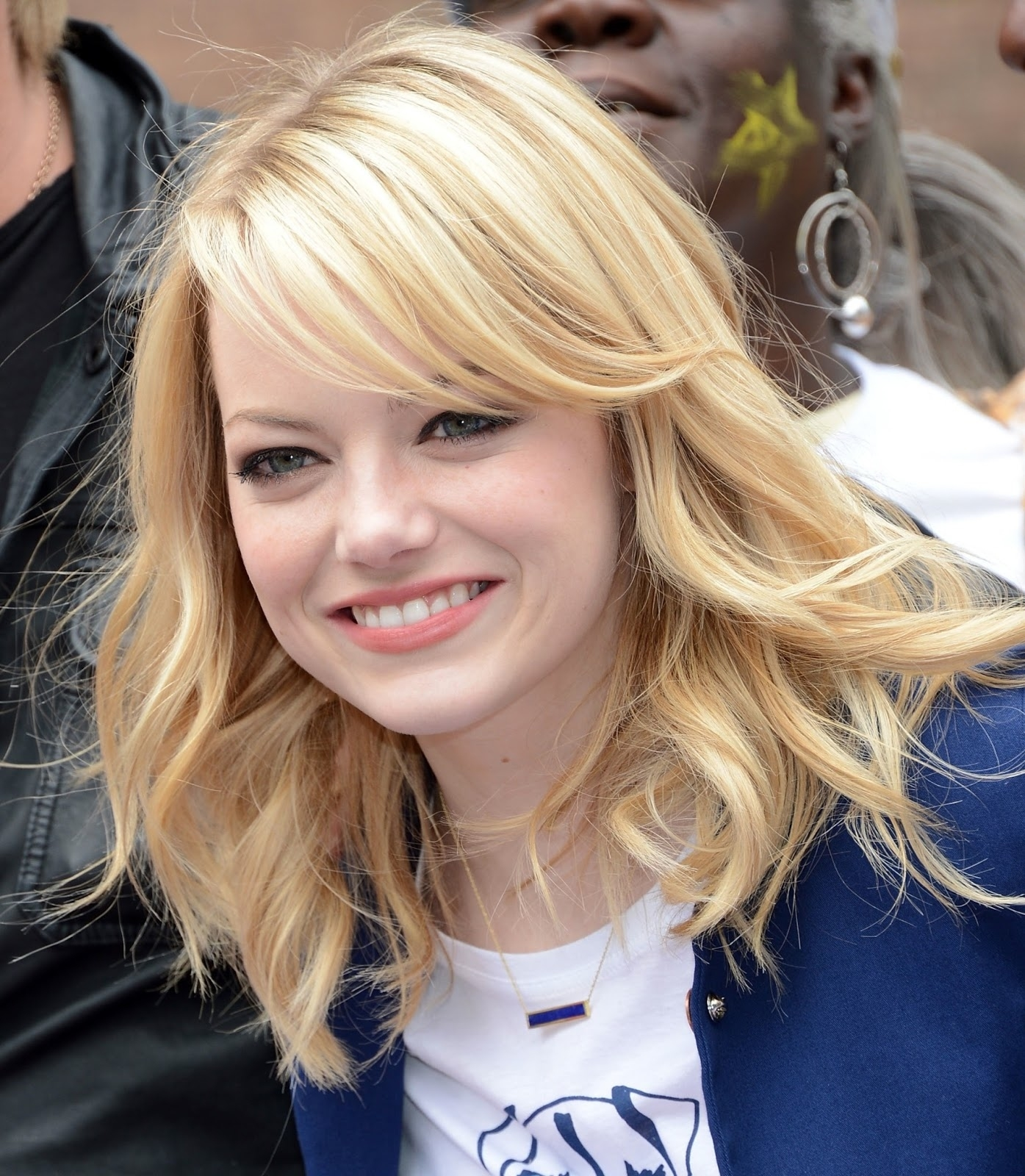7 Best Haircuts For Round Face - Mabh Blog for Haircut For Long Hair Round Face Names