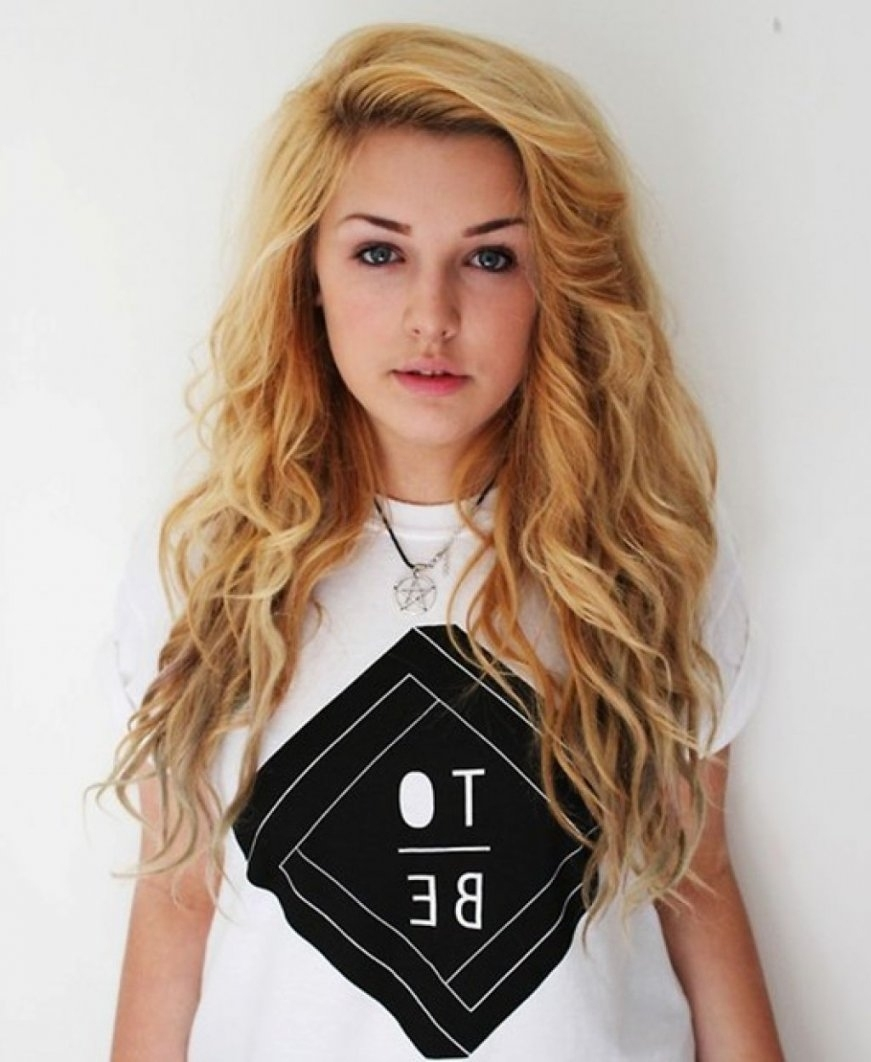 Girls With Curly Hair   Best Hairstyles & Haircuts in Cute Haircuts For Curly Hair Teenage Girl