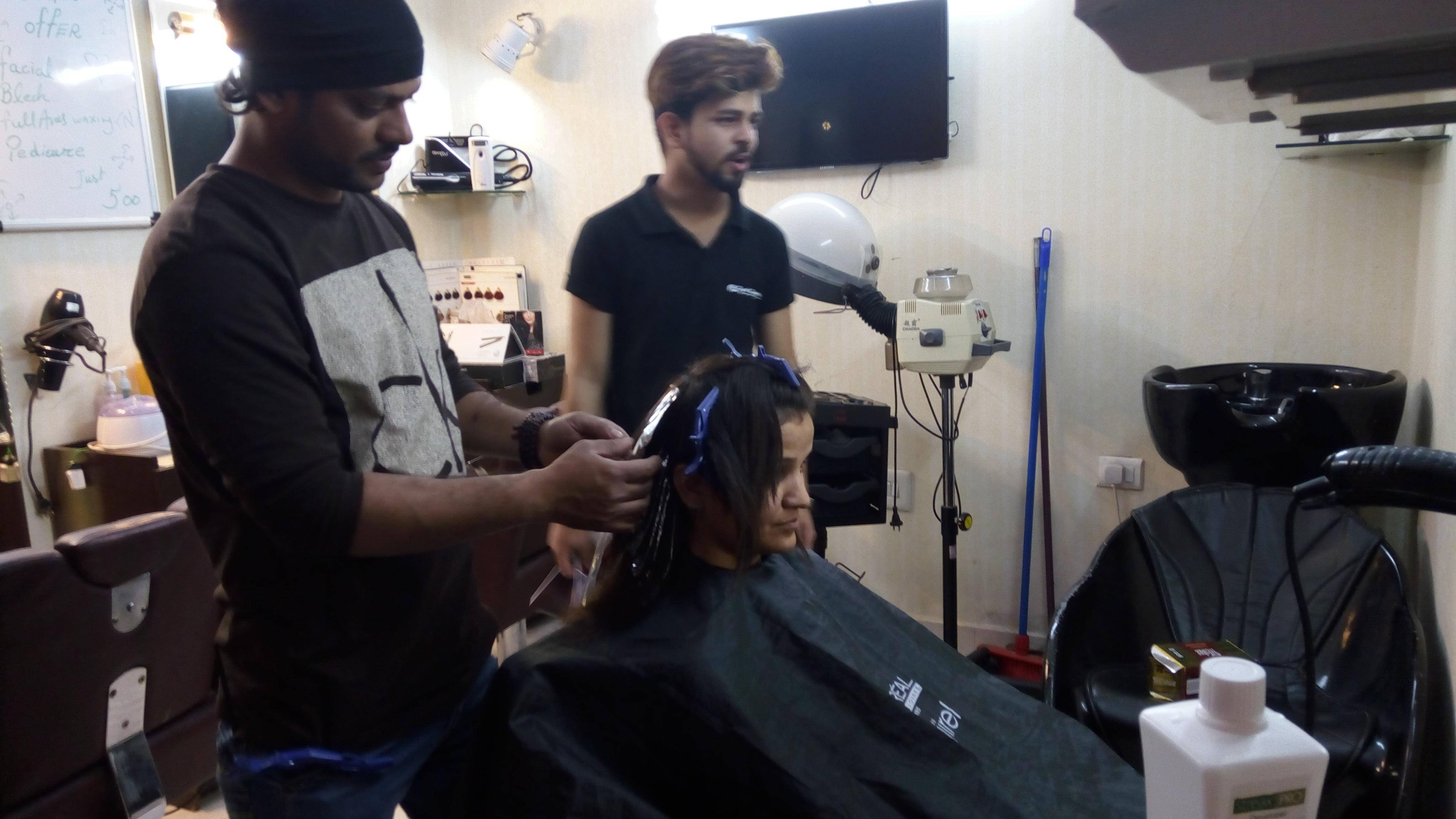 Good Looks Salon, Janakpuri - Women Beauty Parlours In Delhi - Justdial with regard to Best Haircut Salon In Janakpuri