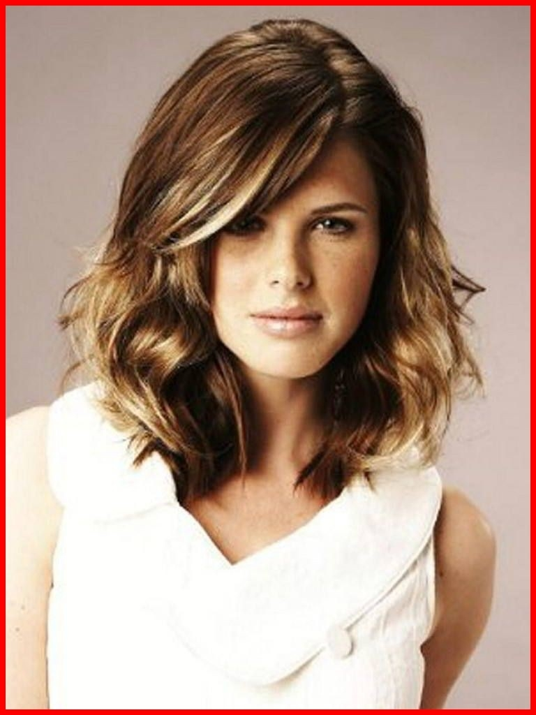 Short Haircuts For Curly Hair And Oval Face Gallery - Zalaces intended for Haircut For Oval Face Wavy Hair