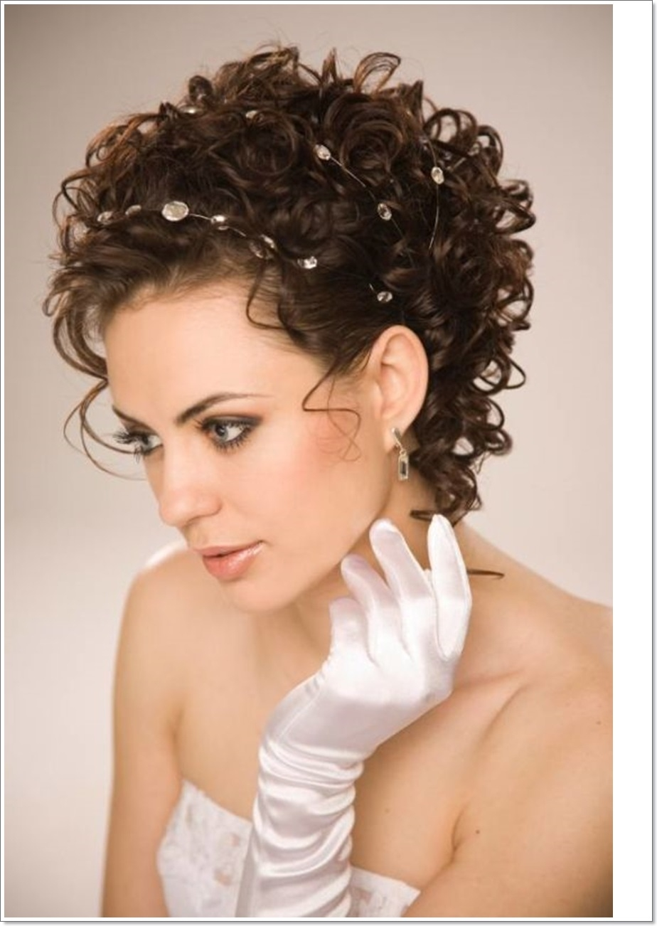 Short Haircuts For Oval Faces - Dhairstyles inside Short Haircuts For Oval Face And Curly Hair