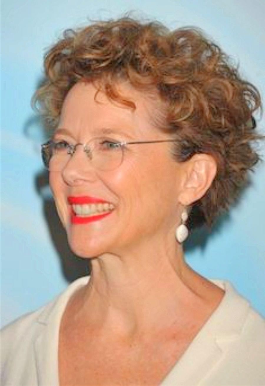 Short Haircuts For Women Over 60 With Fine Hair In Consort With in Short Haircuts For Wavy Hair Over 60
