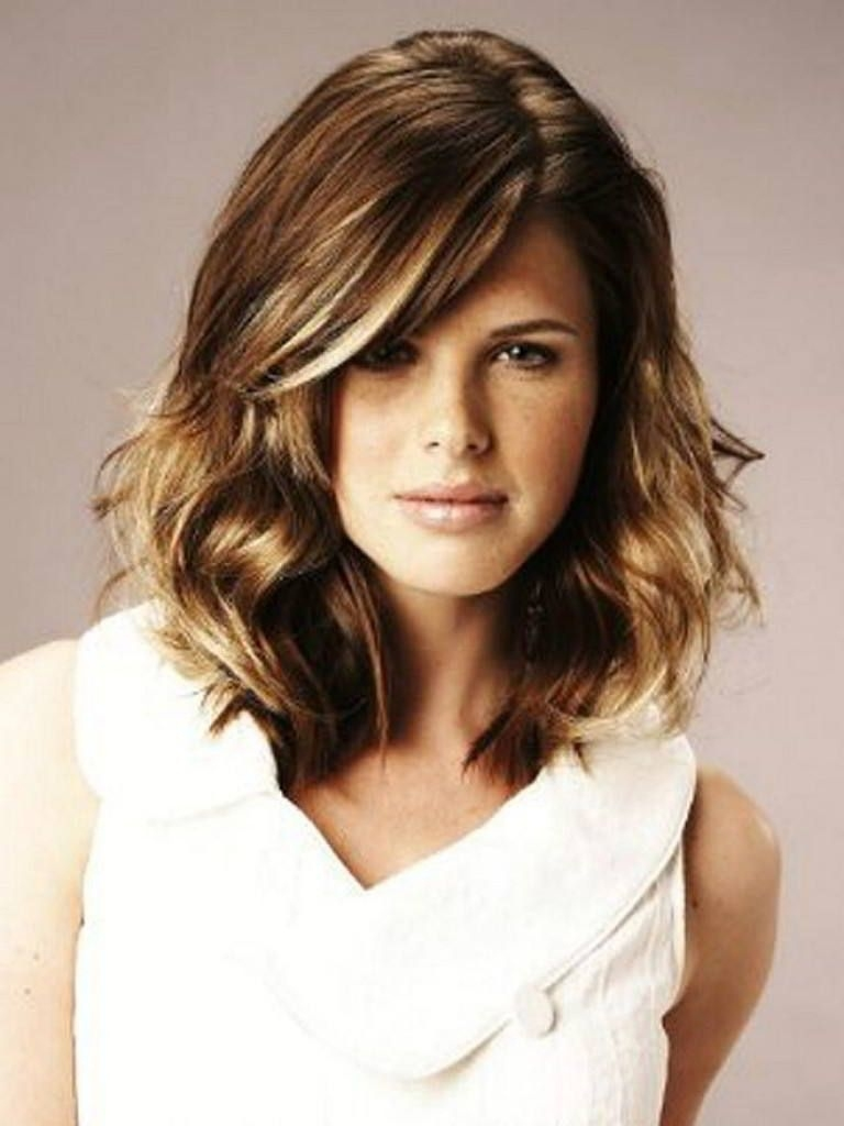 Short Hairstyles For Oval Faces With Wavy Hair   Pinterest   Wavy regarding Haircut For Wavy Hair And Oval Face