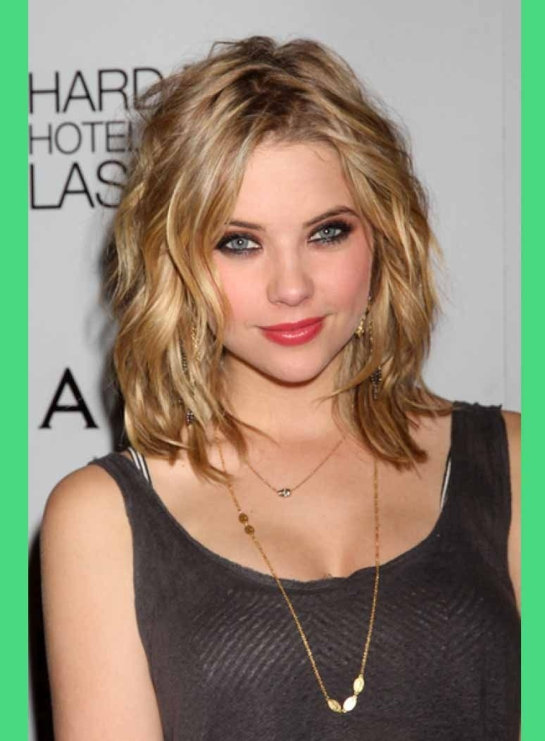 Shoulder Length Haircuts For Thin Hair And Round Face | Medium inside Haircut For Wavy Hair With Round Face