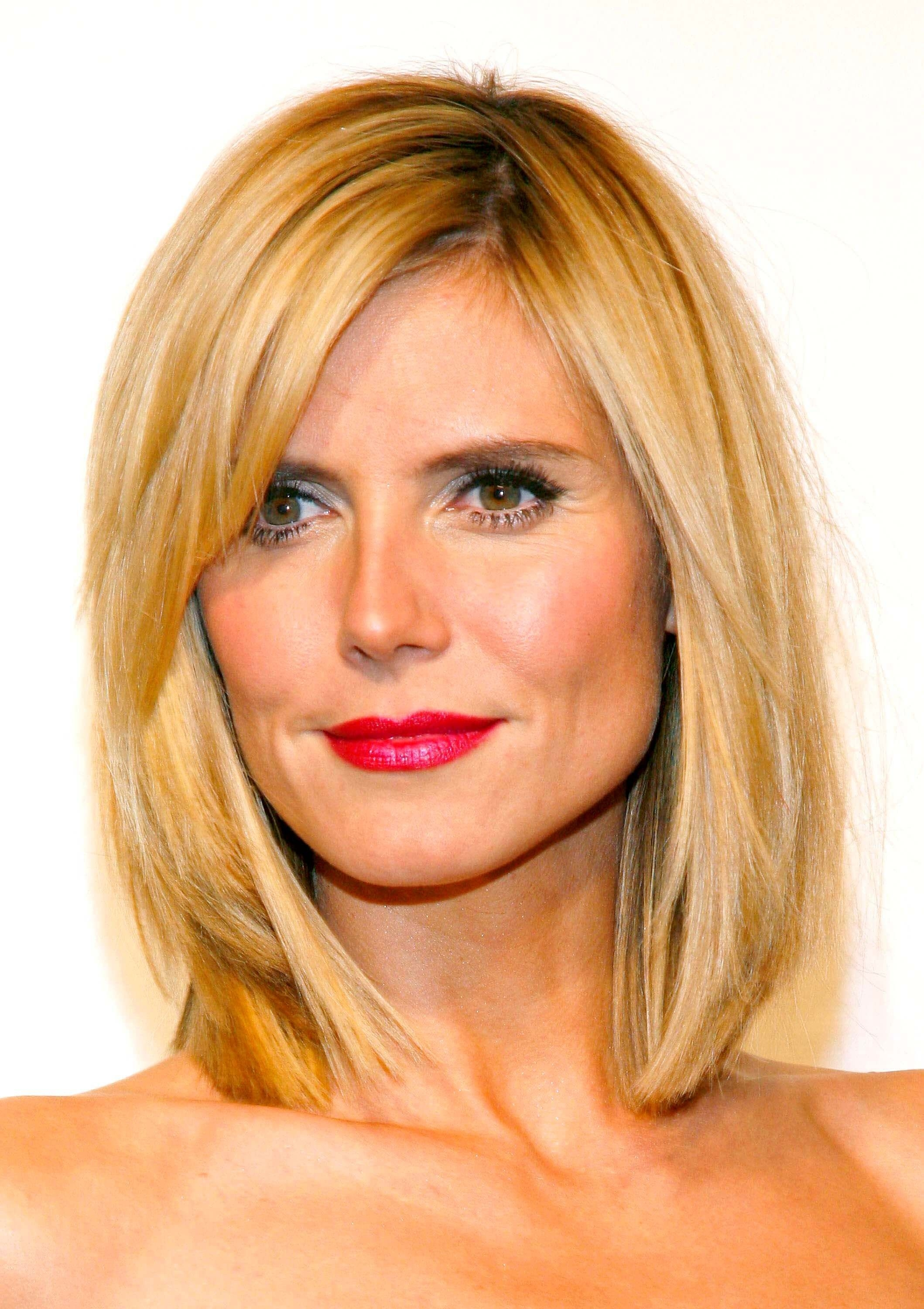 Best Hairstyle For Square Face Thin Hair - Wavy Haircut