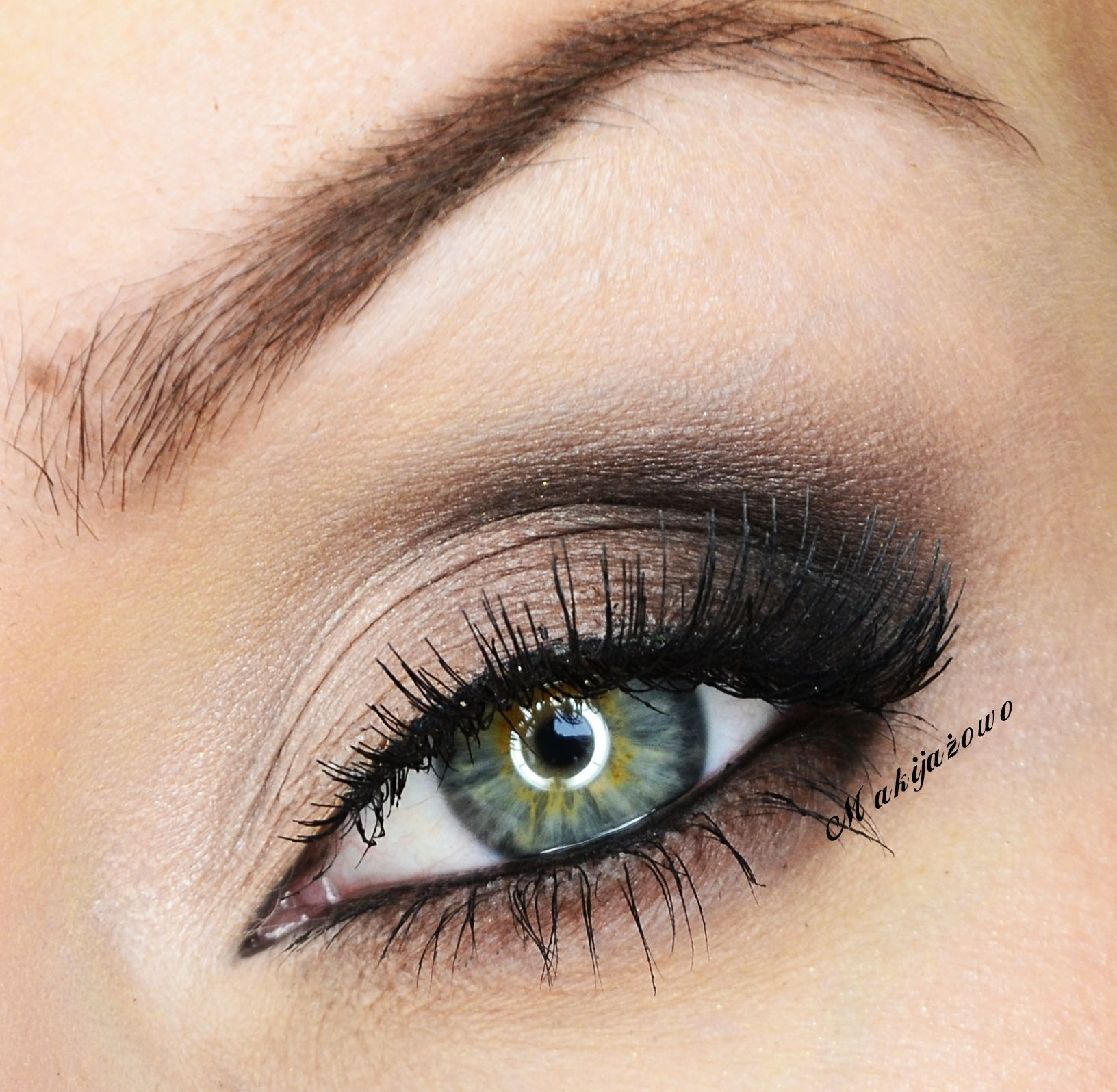 Finally: A Smoky Eye For Girls Who Hate Smoky Eyes | 'eye' Love It intended for How To Apply Smokey Eyeshadow For Hazel Eyes