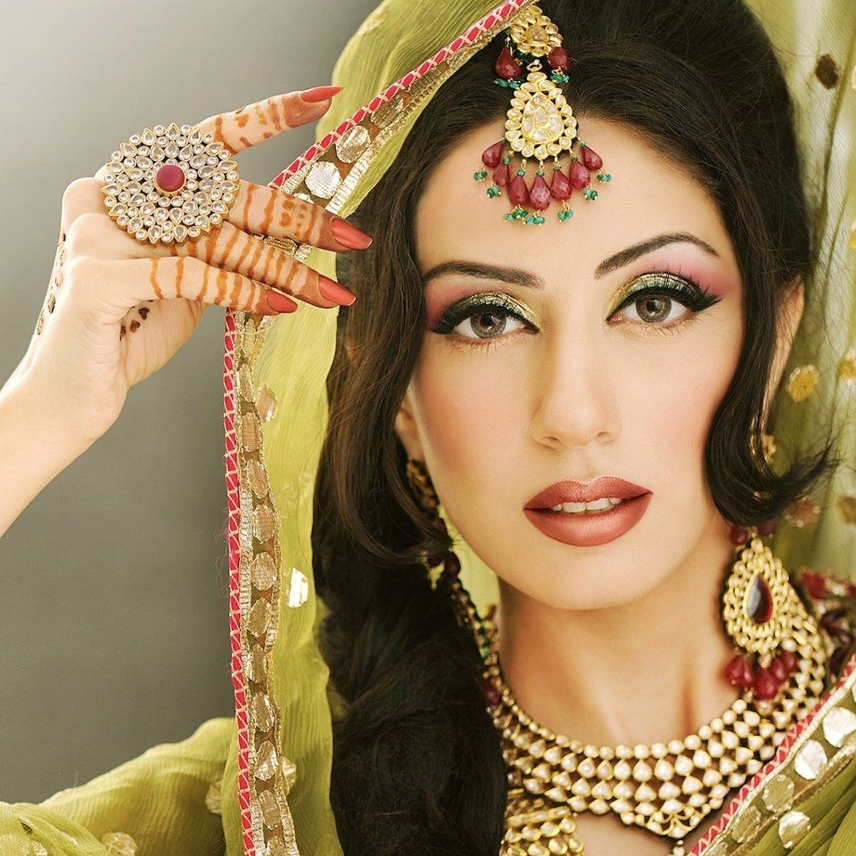 pakistani bridal eye makeup pics 2013 - wavy haircut