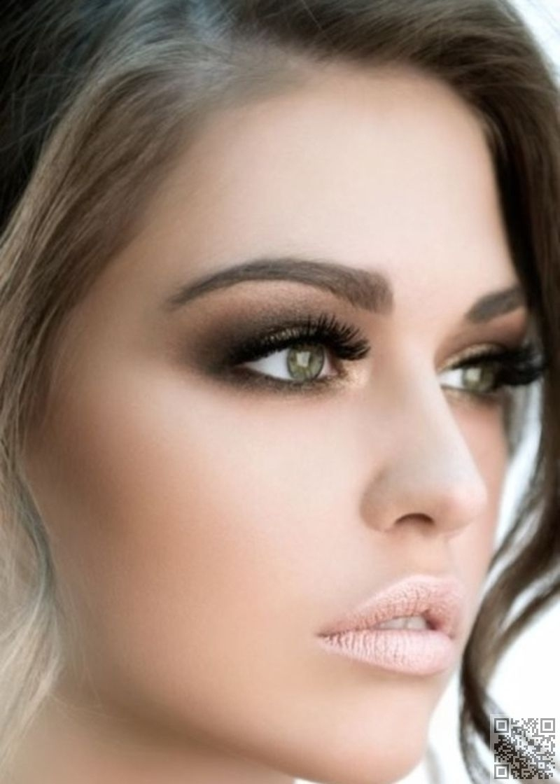 Love The Gold-Bronze-Dark Brown Eye Makeup. Really Make The Green in What Color Eyeshadow For Green Eyes And Dark Brown Hair