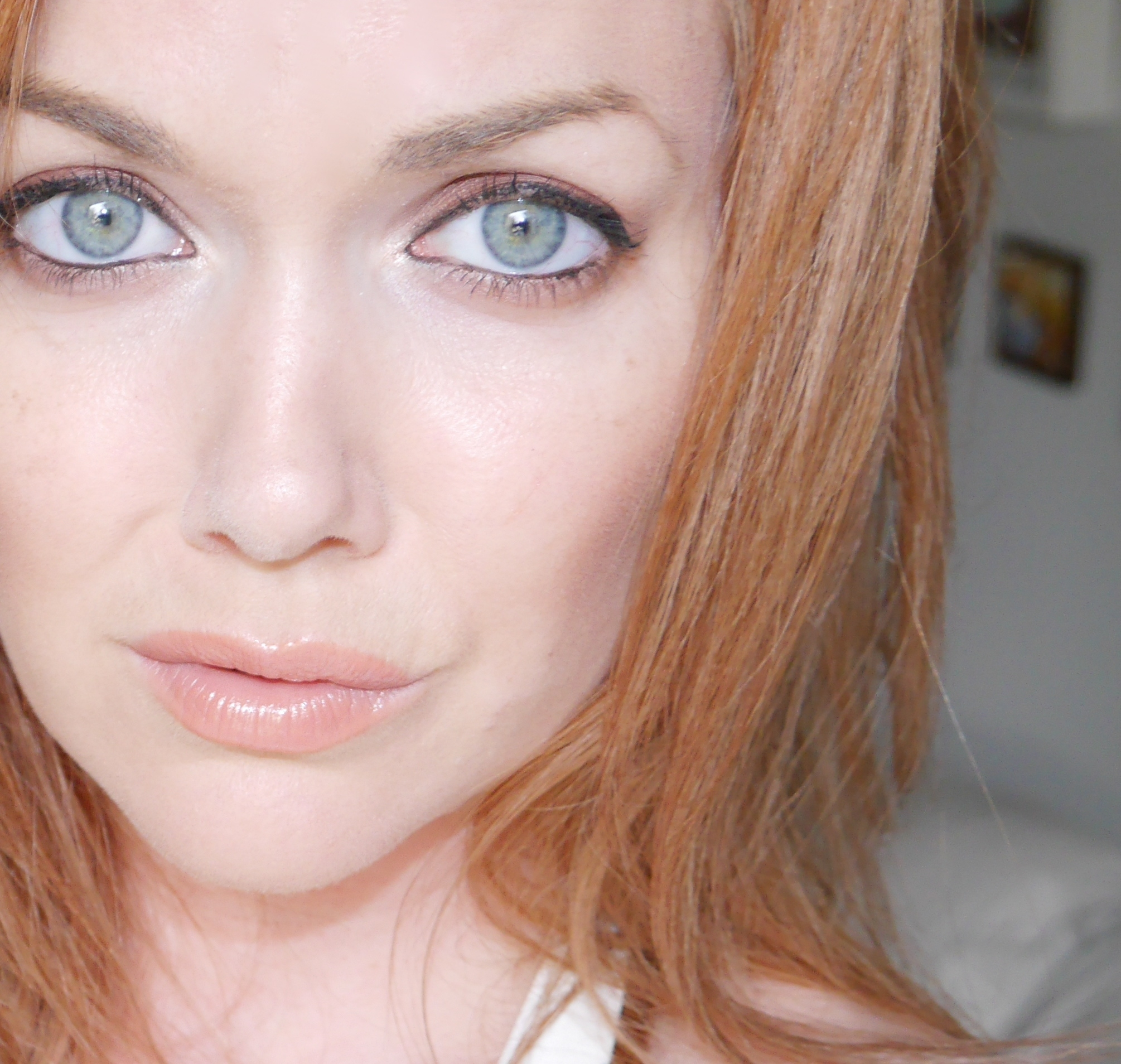 makeup tips for green eyes and strawberry blonde hair - wavy