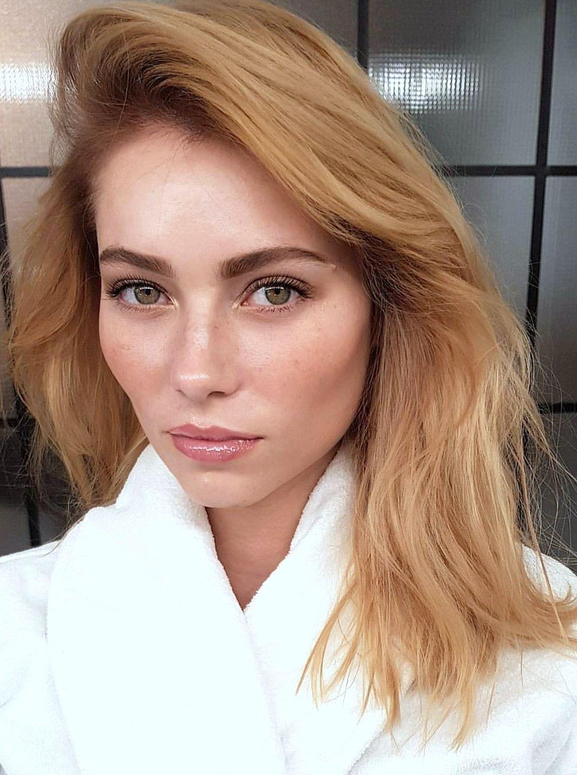 eye makeup for hazel eyes and strawberry blonde hair - wavy