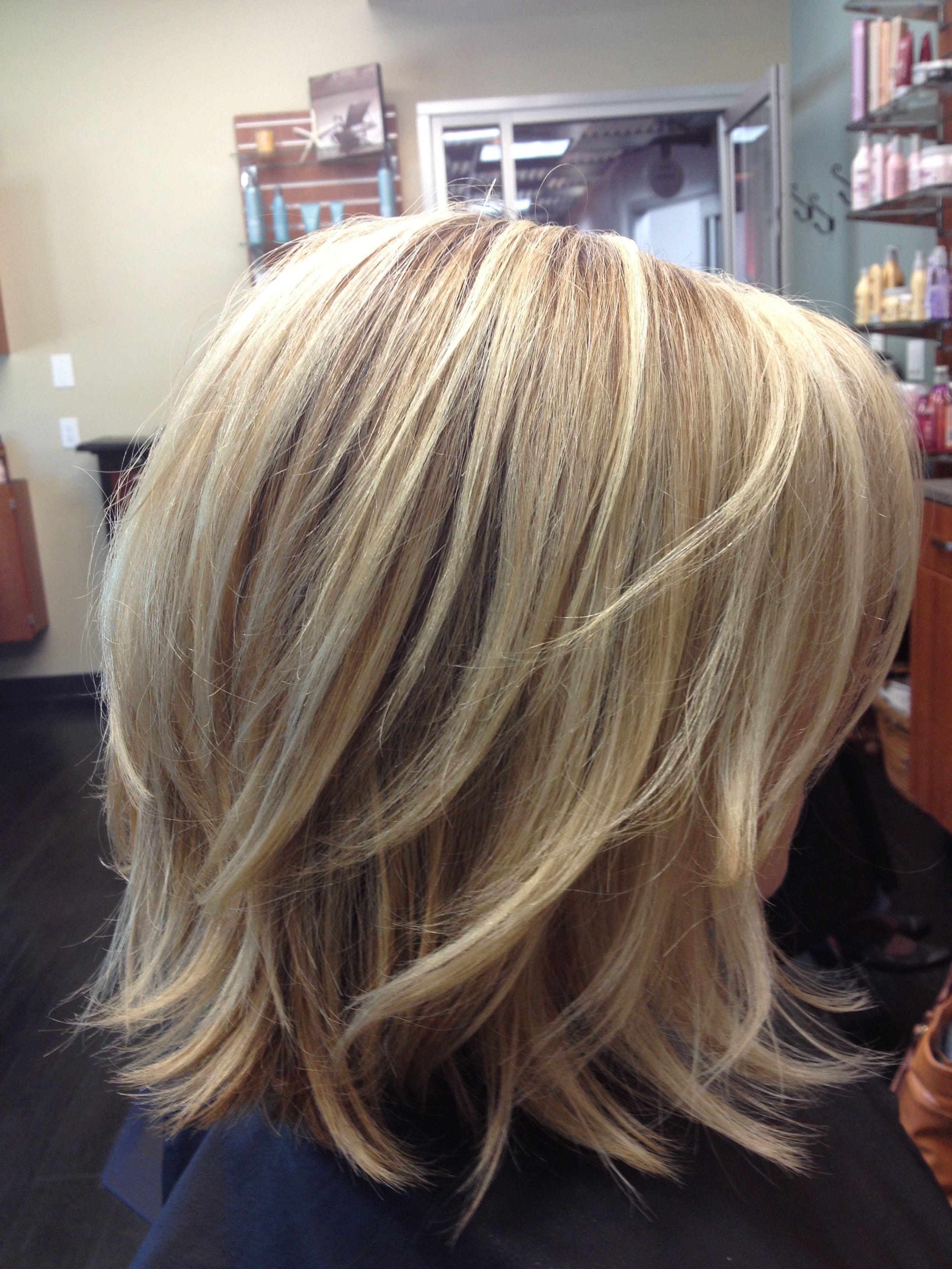 medium size feathered hair - wavy haircut