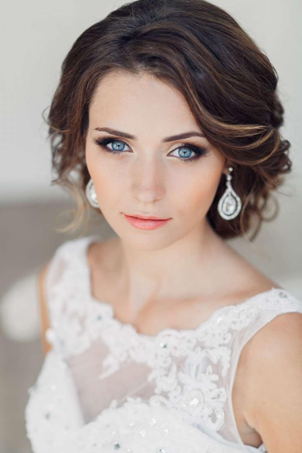 makeup ideas for blue eyes and black hair - wavy haircut