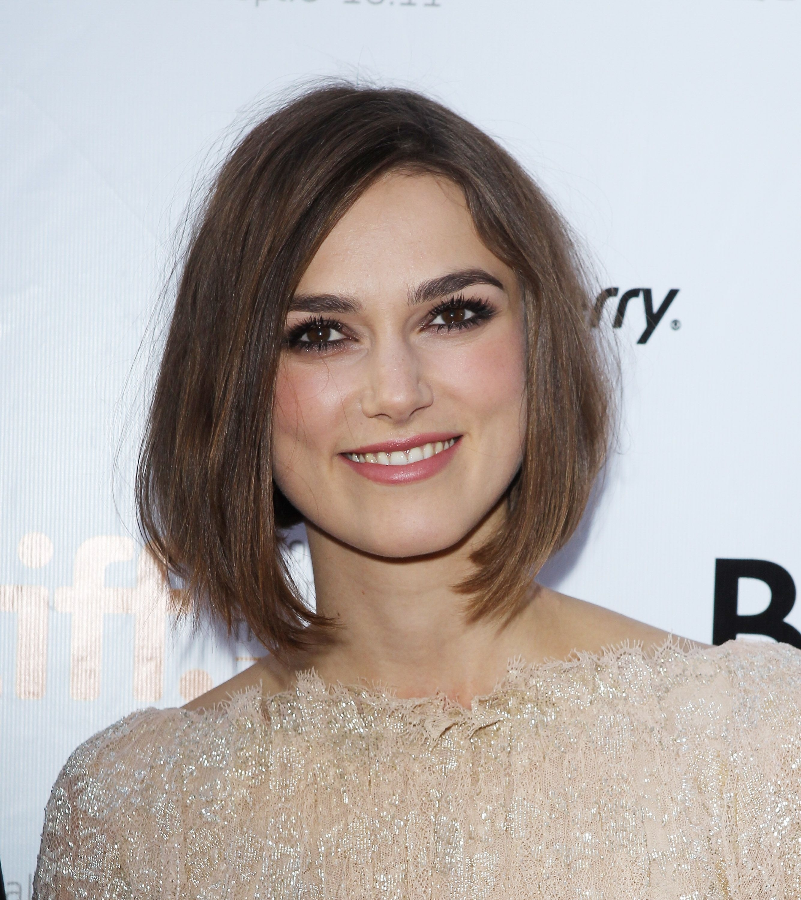 Haircuts For Women With Square Jaw - Wavy Haircut