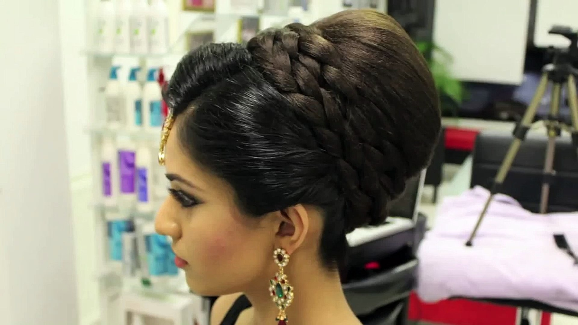 Indian, Pakistani, Asian Bridal Hair Style   Tikka & Dupatta Setting in Superb Asian Indian Wedding Hairstyles