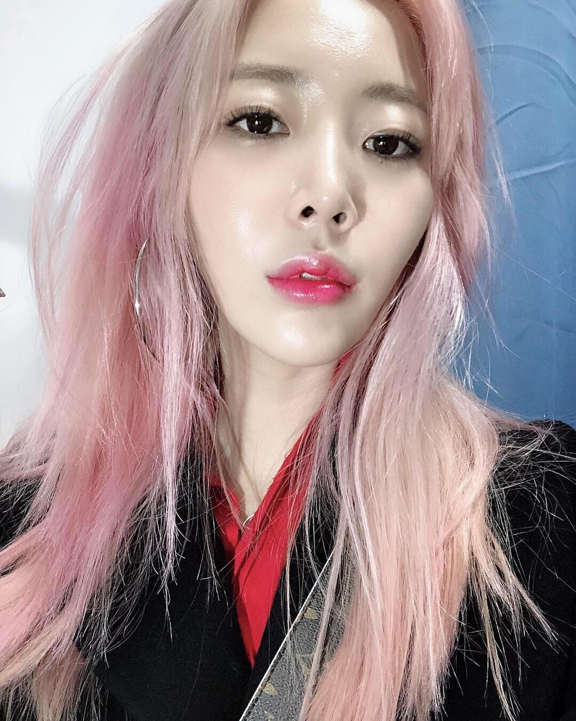 The Top Hair-Color Trends In Korea For 2019, According To Pros | Allure inside Asian Hair With Red Highlights