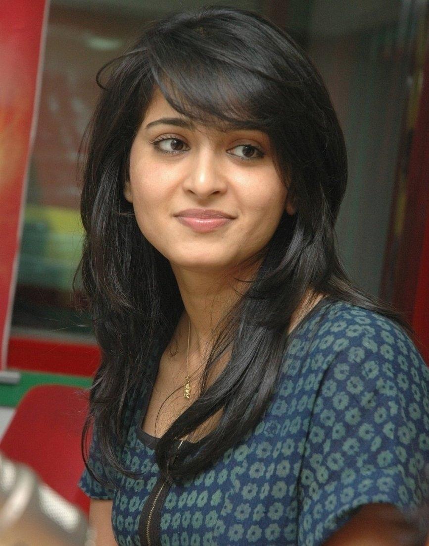 Haircut For Thin Hair Indian Female - Wavy Haircut with Hairstyle For Thin Hair Indian Girl