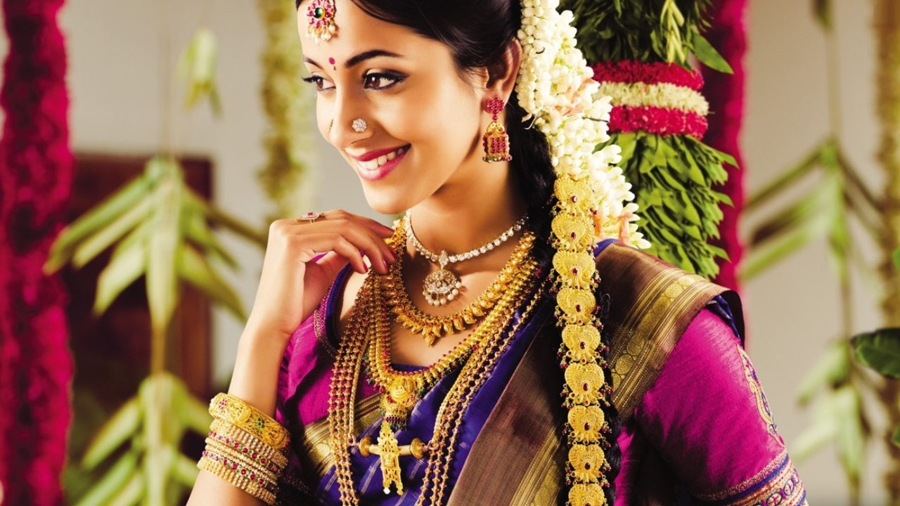 Indian Bridal Hairstyle - Latest Dulhan Hairstyles For Wedding within Indian Bridal Hairstyle For Oval Face
