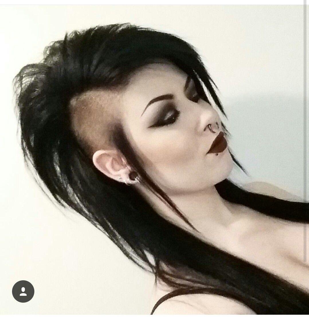 Goth Hairstyles With Long Hair   Wavy Haircut