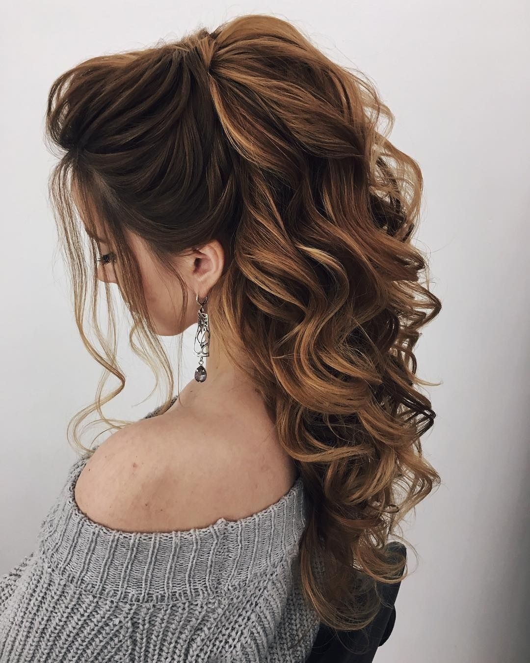 Hairstyle For Wedding For Long Hair: Best Wedding Hairstyle For Sweetheart Neckline