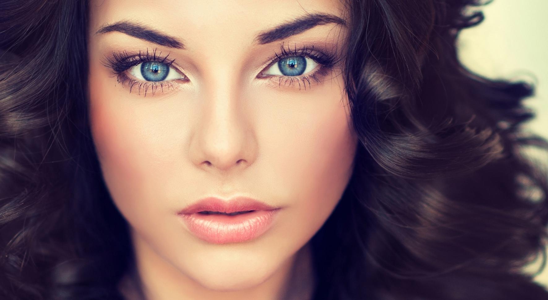 Best Eye Shadow Colors For Blue Eyes | Lovetoknow for Best Eyeshadow For Blue Eyes And Dark Brown Hair