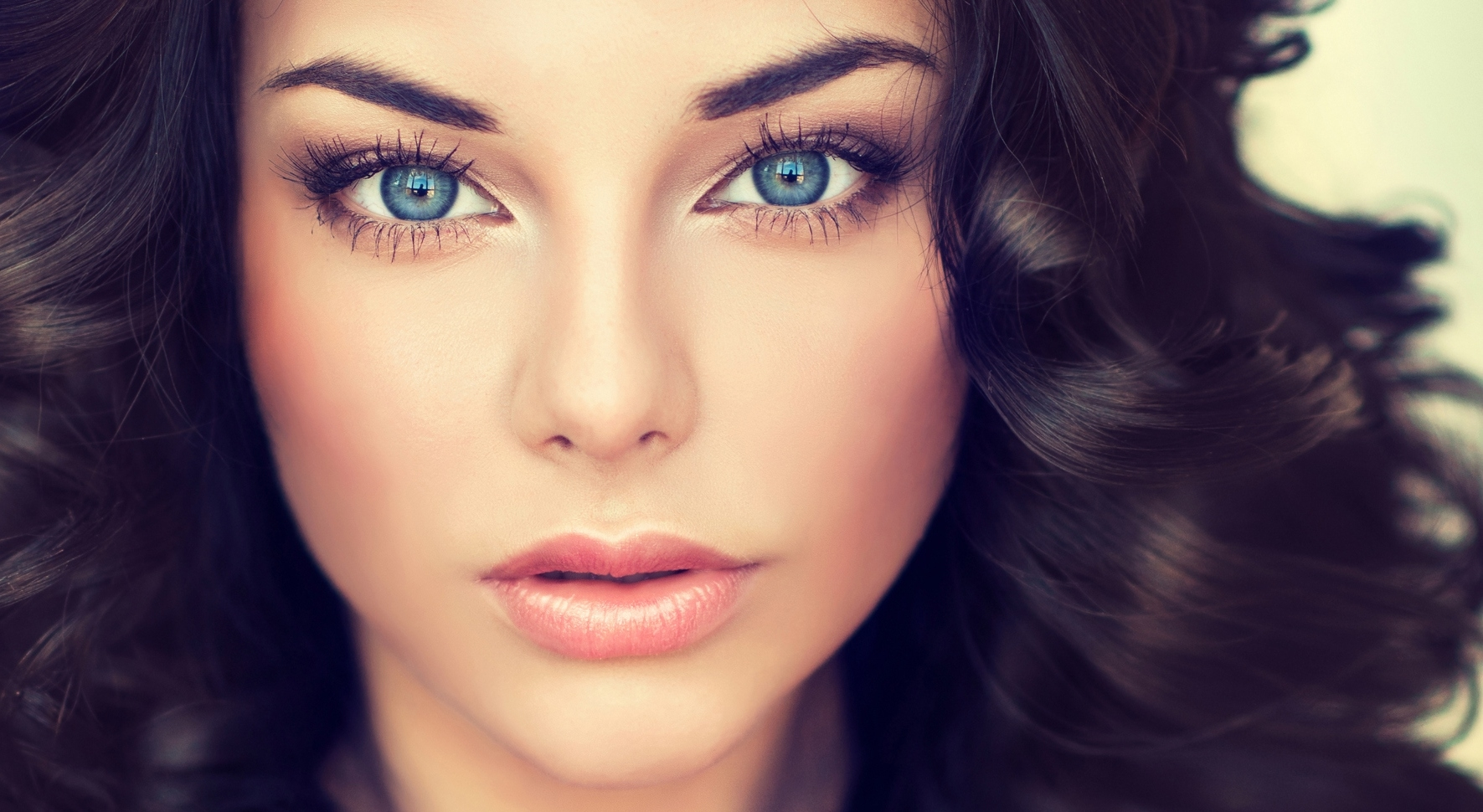 Best Eye Shadow Colors For Blue Eyes   Lovetoknow regarding What Color Eyeshadow For Blue Eyes And Black Hair