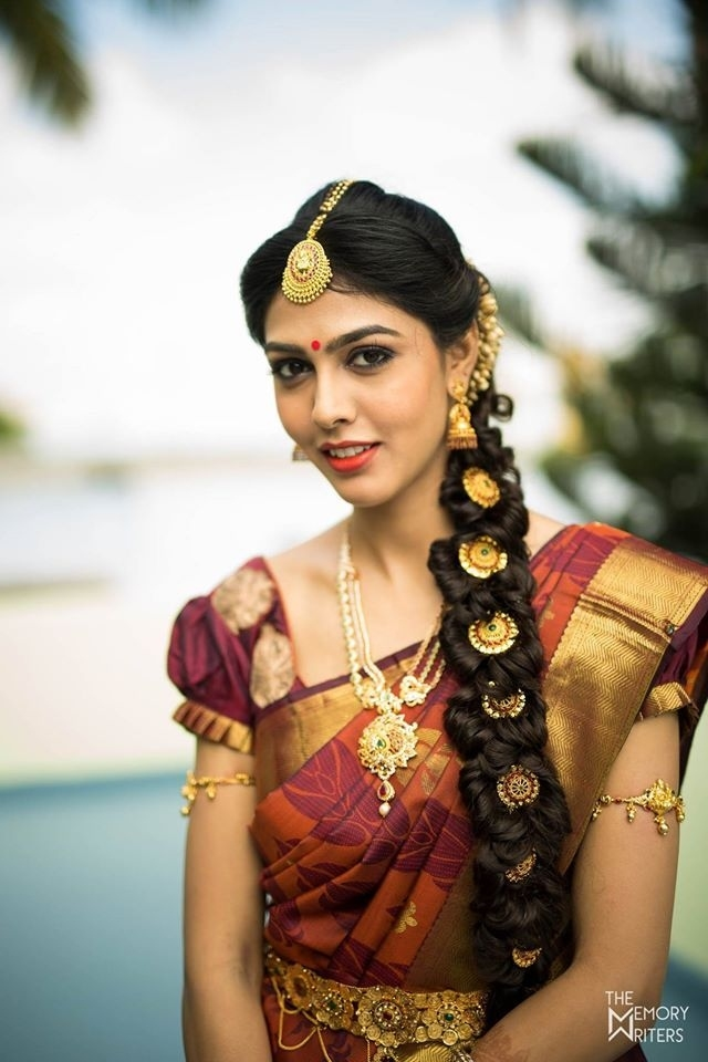 How To Match The Perfect Nethichutti With Your Face Shape with South Indian Wedding Hairstyle For Round Face